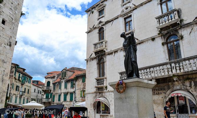 Split - Estatua Marko Marulic