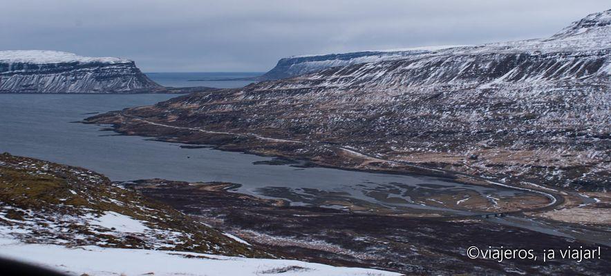 Vista de la carretera. Conducir en Islandia