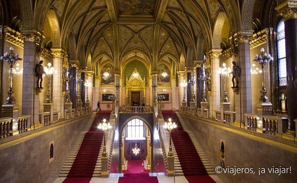 BUDAPEST. Gran escalera