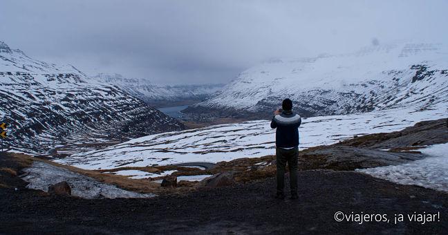 10 COSAS ISLANDIA. Vista de Seyðisfjörður desde la montaña